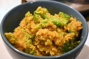 Quinoa dans un seul chaudron style Mac&Cheese au brocoli